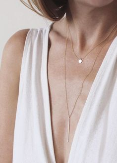 The Vertical Bar Necklace can be layered with pretty much anything - including the delicate Tiny Charm Necklace Vrai & Oro Dainty Jewelry, Simple Jewelry, Jewelry Gifts, Fine Jewelry, Jewelry Necklaces, Jewellery, Diamond Necklaces, Gold Jewelry, Vintage Jewelry