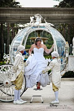 The perfect beginning to a Disney's Fairy Tale Wedding . . . a ride on Cinderella's Coach! I wantes it!