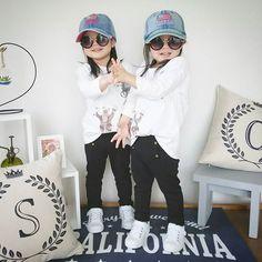 😂😂😂  *  *  先日は分割だけだったので、単独postでおはよーございます✨  *  何となく幼稚園バッグ類できましたー😍  *  最後の最後で紐が足りなくなると言う…  どこまでも詰めの甘い母😩  *  後でバイアスと一緒に買ってこよう☺  *  あー、眠い😪😪😪  *  *  *    #一卵性双生児 #双子 #双子コーデ #リンクコーデ #ig_kids #twins #twinsfashion #mamanokofashion #mamapo_official #キッズコーデ #キッズファッション #kids_japan #kjp_ootd #comolib #コモリブ #smarby #ig_japan #ママリ #ママリツインズ #mamaPRESS #ママプレス #ママプきょうだい #mamagirl #kidstokeipic #3歳8ヶ月 #のちこここ #comonaファッション #comonaリンクコーデ