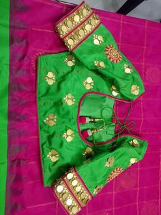 Ideas for dress wedding green neckline Sari Blouse Designs, Fancy Blouse Designs, Hand Designs, Simple Designs, Traditional Blouse Designs, Mirror Work Blouse, Maggam Work Designs, Coin Design, Stylish Blouse Design