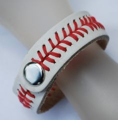 Snap Baseball Bracelet--great for boys and girls; would make an awesome team gift.