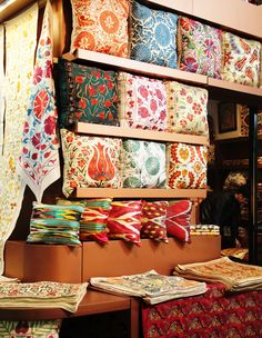 Suzani Cushions, Turkish Kilim, Turkish Suzani, Suzani Decor, Grand Bazaar Istanbul, www.grandbazaarshopping.com, Istanbul