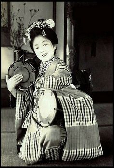 THE DOUBLE-DRUM, TWIN-TAIKO, MINI-MAIKO WONDER GIRL of OLD JAPAN