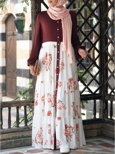 Printed Ruffled Buttoned Abaya Source by rahmathrahmathmarottickal fashion hijab Modern Hijab Fashion, Muslim Women Fashion, Arab Fashion, Islamic Fashion, Modesty Fashion, Sporty Fashion, Fashion Fashion, Winter Fashion, Fashion Jewelry