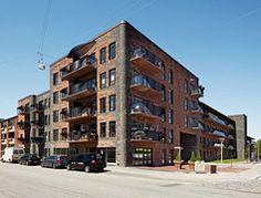Für den Bau des Kopenhagener Altenwohnheims Hebsgaards Have wählten Lendager Arkitekter + Arcgency rote und grauschwarze Ziegel von Petersen Tegl.