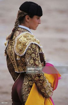 Matador Costume, Human Poses, Model Outfits, Leather Art, Atticus, Girls Characters, Mexican Art, Courses, Costumes