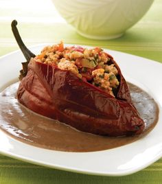 Chiles ancho en salsa de frijol Best Mexican Recipes, Favorite Recipes, Deli Food, Mexico Food, Cooking Recipes, Healthy Recipes, Breakfast For Dinner, Mexican Dishes, Love Food