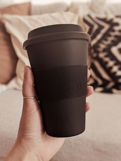 Use our eco reusable bamboo café yo cup canada. Eco-friendly, infinitely reusable, keeps your cafe warm for a longer time. To Go Coffee Cups, My Coffee Shop, Black Coffee Mug, Eco Friendly Cups, Bamboo Cups, Disposable Coffee Cups, Modern Mugs, Coffee Cup Design, Drink Containers