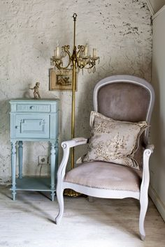 Colour Recipes for Painted Furniture and More by Annie Sloan_ _3. painting upholstery with Chalk Paint™_1