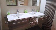Meuble salle de bain sur mesure, double vasque, plan résine blanc.