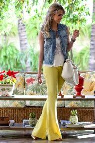 look-do-dia-calça-flare-amarela-colete-jeans-blusa-com-renda-full-store-bolsa-off-white-schitz-look-descolado-look-trabalho-fashion-6