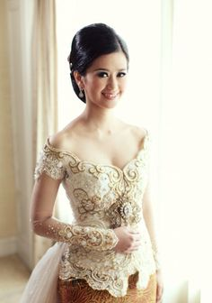 Open top, off shoulders look, but angular sweetheart neck Kebaya Lace, Kebaya Dress, Batik Kebaya, Batik Dress, Kebaya Pink, Traditional Wedding Attire, Traditional Dresses, Kebaya Sabrina, Kebaya Moden