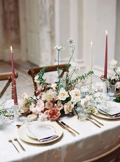 Get inspired by these floral table setting ideas and start preparing a really fancy dinner with your friends in a luxury environment! Wedding Table Settings, Wedding Table Centerpieces, Flower Centerpieces, Wedding Decorations, Centerpiece Ideas, Buffet Wedding, Centrepieces, Easter Centerpiece, Easter Decor