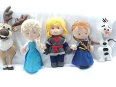 Personagens do Frozen, em feltro, bordados à mão. Tamanho aprox. 30 cm.