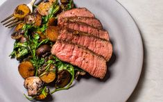 Raise your hand if you love reverse-seared steak with mushrooms! This sirloin steak with mushrooms and potatoes is an indulgent and easy to prepare recipe. Sirloin Steaks, Beef Steak, Steak And Mushrooms, Stuffed Mushrooms, Gourmet Recipes, Cooking Recipes, Gourmet Foods, Gourmet Food Plating, Steak Plates