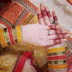 Indian Bridal Nails Pink Ideas For 2019 Thread Bangles, Silver Bracelets, Bangle Bracelets, Indian Wedding Jewelry, Indian Bridal, Bridal Henna, Mehndi Dress, Mehendi, Bridal Bangles