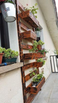 pallets vertical planter idea
