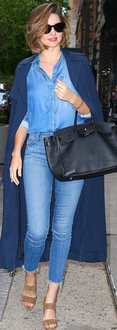 Who made Miranda Kerr's black sunglasses, tote handbag, denim shirt, brown suede sandals, and gold jewelry?