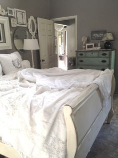 White linens, gray walls. I love this so much!! My walls are grey and all my furniture white.... Had to go with grey linens