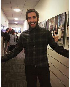 WEBSTA @ jakegyllenhaaldaily - A little throwback , backstage at @theellenshow #JakeGyllenhaal