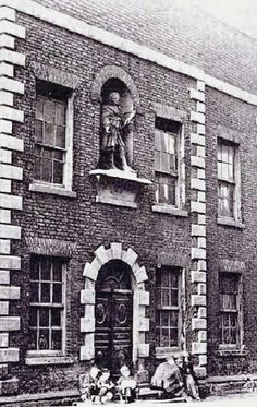 Weavers' Hall, the Coombe, demolished with a lead statue of Kind George II above the door. Dublin Street, Dublin City, Old Pictures, Old Photos, Old Irish, Photo Engraving, Dublin Ireland, Book Of Life, Historical Photos