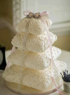 Pillows - this would make such a cool wedding cake. Do they have a roller to turn fondant into lace?