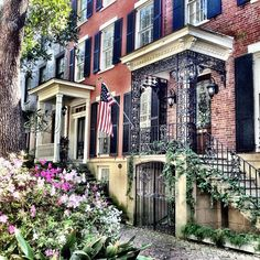 Some great places to eat and grab a cup of coffee in Savannah!