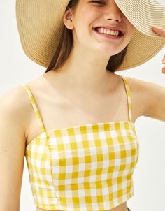 Discover the lastest trends in Tops with Bershka. Log in now and find 46 Tops and new products every week Cute Comfy Outfits, Pretty Outfits, T Shirt Crop Top, Crop Tops, Crop Top Designs, Yellow Clothes, Womens Sleeveless Tops, Crop Top Outfits, Yellow Fashion