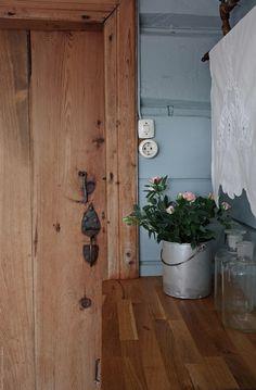 Svenngården: Før og etter: #prosjektGjerde - Kjøkken Bottle Opener, Wall, Loft, House, Country, Ideas, Home Decor, Key Bottle Opener, Homemade Home Decor