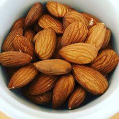 Chutné a zdravé mandle Almond, Food, Pastry Custard Recipe, Essen, Almond Joy, Meals, Yemek, Almonds, Eten