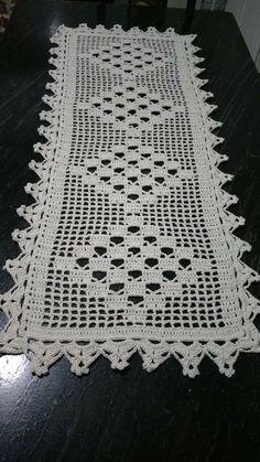 Filet Crochet, Crochet Doilies, Mosaic Vase, Crochet Table Runner, Purple Iris, 2020 Fashion Trends, Table Runners, Crochet Patterns, Embroidery
