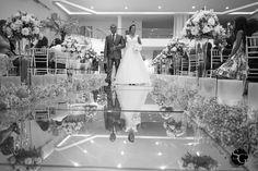 #daiediego2015 #wedding #weddingphotography #weddingphotojournalism #weddingdress #weddingbrazil #weddingday #noiva #novia #paidanoiva #fathersbride #brprofessionalphotographers #sony #a7ii #sonyimages #mansaovictoria #fotojornalismo #casamento #matrimonio #dream_justmarried