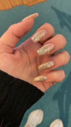 Gold Sparkle Nails, Rose Gold Nails, Pink Nails, Gel Nails, White Gold Nails, Pink Glitter, Gold Acrylic Nails, Summer Acrylic Nails, Champagne Nails