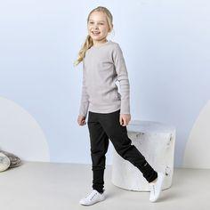 EASY JOGGER junior housut, musta | NOSH verkkokauppa | Tutustu lasten kesän 2018 uutuuksiin! Ihastu lastenvaatteiden uusiin printteihin, malleihin ja väreihin. Tilaa omat suosikkisi NOSH vaatekutsuilla, edustajalta tai verkosta >> nosh.fi (This collection is available only in Finland)
