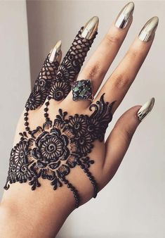 Check beautiful & simple arabic mehndi designs 2020 that can be tried on wedding. Shaadidukaan is offering variety of latest Arabic mehandi design photos for hands & legs. Eid Mehndi Designs, Best Arabic Mehndi Designs, Mehndi Designs Finger, Back Hand Mehndi Designs, Mehndi Design Photos, Mehndi Designs For Fingers, Wedding Mehndi Designs, Beautiful Henna Designs, Latest Mehndi Designs