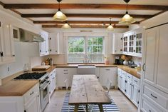 Farmhouse Kitchen Decor Ideas: Great Home Improvement Tips You Should Know! You need to have some knowledge of what to look for and expect from a home improvement job. Farmhouse Style Kitchen, Old Kitchen, Colonial Kitchen, Kitchen White, Kitchen Ideas, Küchen Design, House Design, Cuisines Design, Home Renovation