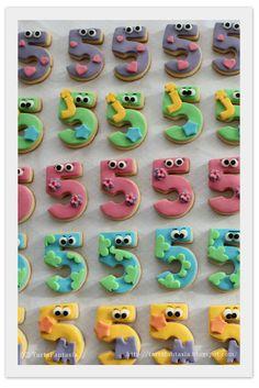 Galletas Números_Fondant_ TartaFantasía http://tartafantasia.blogspot.com.es/2011/12/galletas-numero-5.html