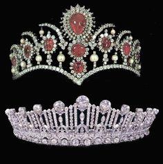 La primera tiara fue un regalo de boda del Rey Alfonso XIII a su novia, la Princesa Victoria Eugenia de Battenberg con motivo de su boda.