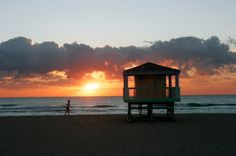 A great sunrise over Miami beach! Happy Monday everyone! Cheers!  https://www.facebook.com/coastlinestanlines