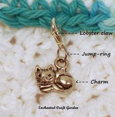 How to make a simple charm crochet stitch marker: Items needed: pliers, charm… Crochet Tools, Crochet Supplies, Wire Crochet, Crochet Chart, Learn To Crochet, Crochet Projects, Knit Crochet, Knitting Stitches, Knitting Yarn