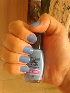 Não resiste a essa cor azul e tive que comprar para ver como ficava. http://intensymodas.blogspot.com.br/2012/07/esmalte-horizonte-azul-da-colorama.html