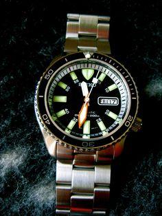 Some of my Seiko mods Fine Watches, Wrist Watches, Cool Watches, Watches For Men, Seiko Skx007 Mod, Seiko Mod, Seiko Diver, Ding Dong, Seiko Watches