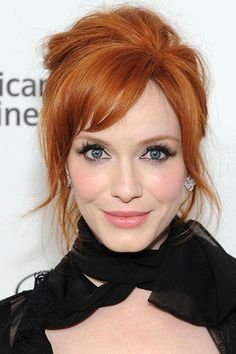It doesn't matter whether you're a hair color virgin or a seasoned veteran—we could all use some help choosing a shade from time to time. From Gwen . Short Auburn Hair, Short Red Hair, Curly Hair With Bangs, Hair Bangs, Long Face Hairstyles, Trending Hairstyles, Celebrity Hairstyles, Strawberry Blonde Bob, Hair Color Wheel