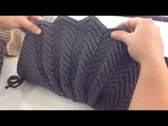 Marvelous Crochet A Shell Stitch Purse Bag Ideas. Wonderful Crochet A Shell Stitch Purse Bag Ideas. Free Crochet Bag, Crochet Shell Stitch, Crochet Clutch, Crochet Motifs, Crochet Handbags, Crochet Purses, Love Crochet, Irish Crochet, Beautiful Crochet