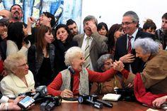 Luego de 36 años de incesante búsqueda, nieto de Presidenta de Abuelas de Plaza de Mayo (Argentina) se reúne con su nieto. Visite nuestra página y sea parte de nuestra conversación: http://www.namnewsnetwork.org/v3/spanish/index.php