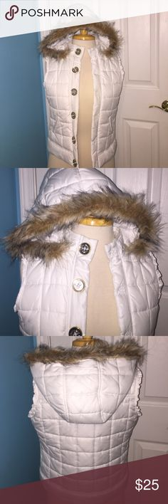 White vest with fur hood In perfect condition. Probably only been worn 5 times. The fur hood is removable. This is a size 14 in GIRLS Justice Jackets & Coats Vests