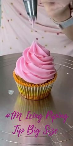 Cupcake Decorating Tips, Buttercream Cake Decorating, Wilton Cake Decorating, Cake Decorating Techniques, Cupcake Cake Designs, Cupcake Cakes, Cookies And Cream Cake, Icing Techniques, Icing Tips