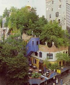"We love the new trend of ""greening"" one's roof by replacing shingles and tar with vegetation. Think of how much extra space has been added to this building in the Embarcadero, just by utilizing the roof? http://www.apartmenttherapy.com/look-rooftop-garden-63986#"