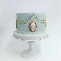 Cute pink and gold cameo cake