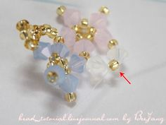 [Tutorial] Crystal Bracelet #20: bead_tutorial — LiveJournal Seed Bead Jewelry, Seed Beads, Diy Jewelry, Beaded Jewelry, Beaded Necklace, Jewelry Patterns, Beading Patterns, Tree Of Life Bracelet, Crochet Beaded Bracelets